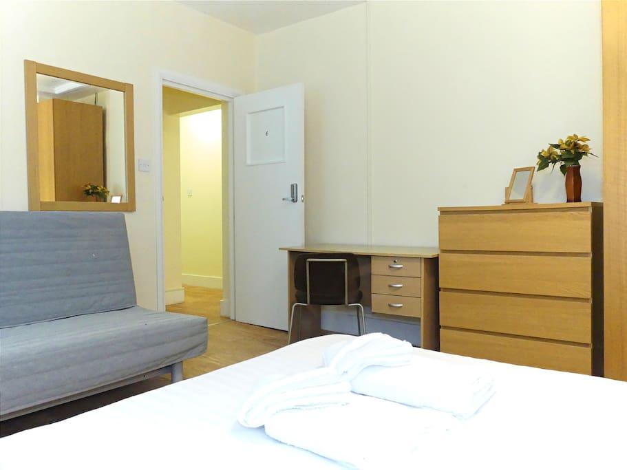 Room 6 - desk
