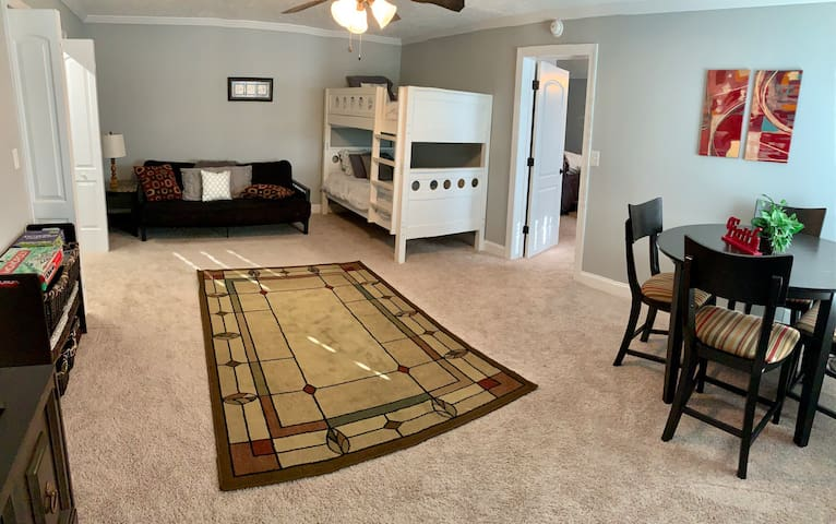 Cozy 2BR/1BA Close to Everything in Murfreesboro