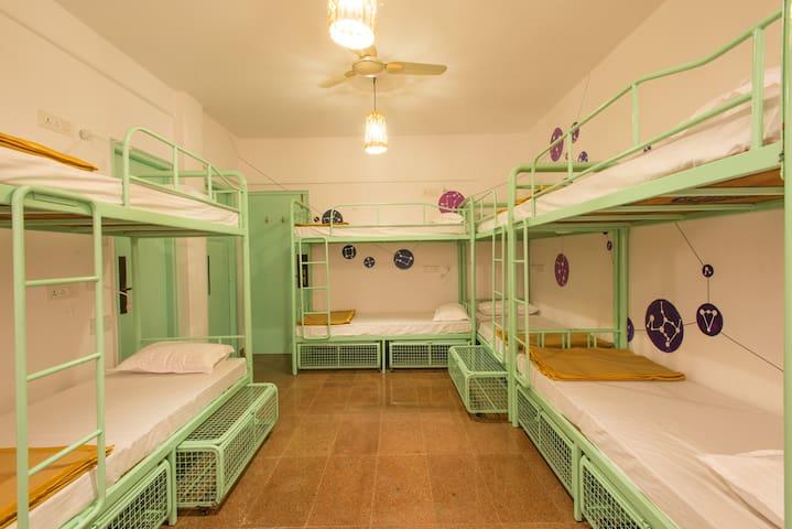 HOSTEL MANTRA (9-Bed Mixed Dorm)
