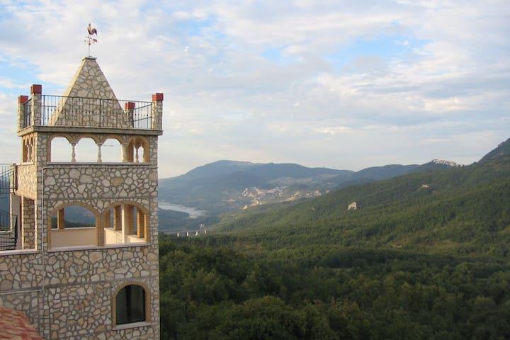 Appartement situé dans château avec piscine à Rosello