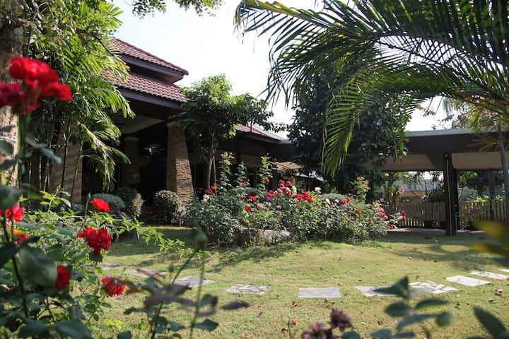 玫瑰别墅Rose garden house(接驳车) - San Phi Suea - Villa