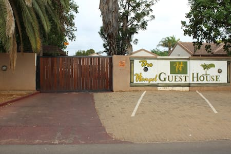 Rooms to Rent at The Hempel Guest House