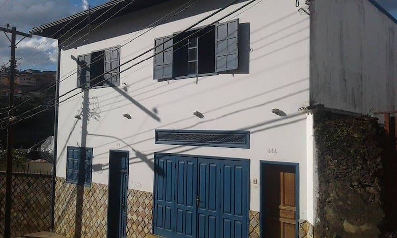 Casa da janela azul - Mariana