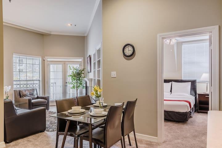 2 Bedroom Apartment|2 Queen Beds|Walk Score 95/100|Prime Location