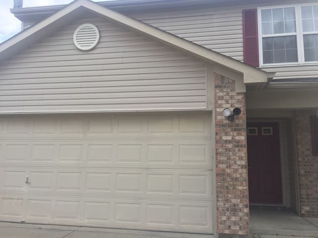 Safe, Cozy & Modern 3BD, Great Location - Indianapolis - Rumah