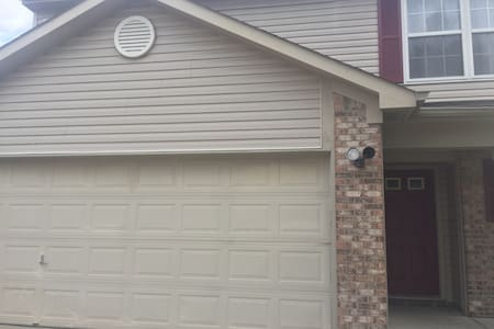 Safe, Cozy & Modern 3BD, Great Location - Indianapolis