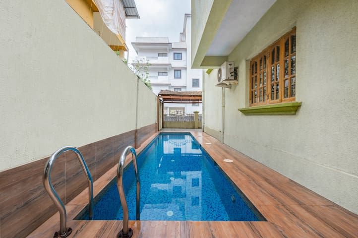 Stylish 4-bedroom villa with a private pool/61215