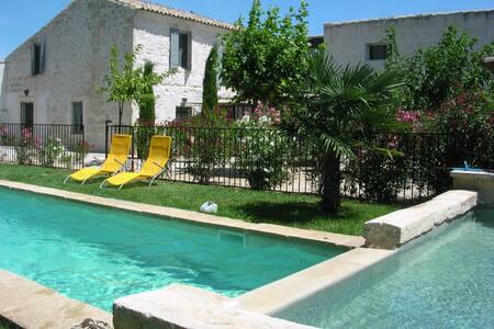 Bastide rénovée du XIX ème  piscines  jardin clos - Bellegarde