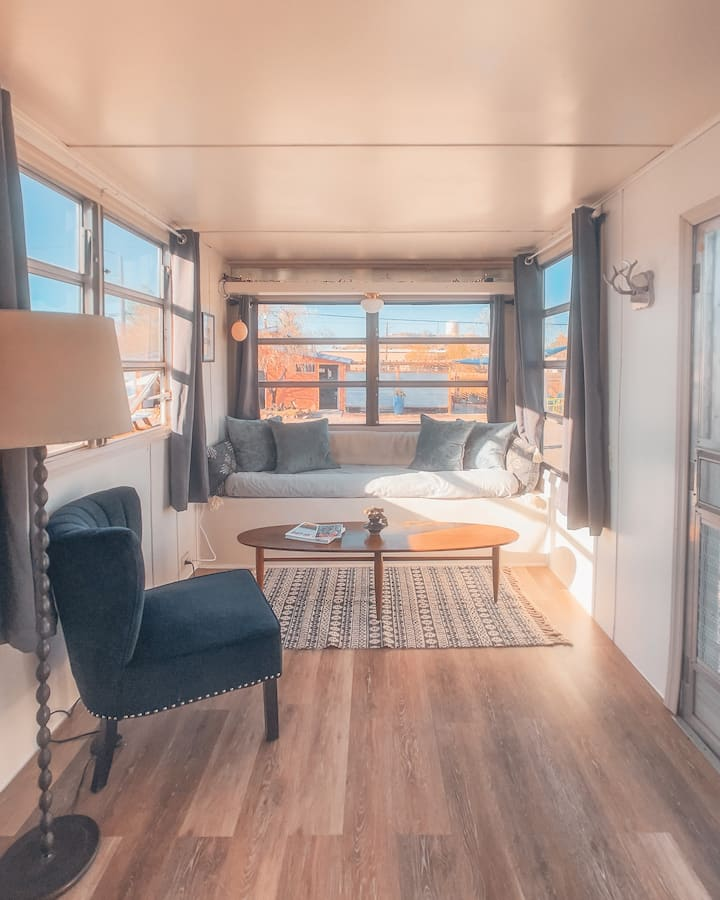 Hot Springs & Glamping in Renovated Vintage RV