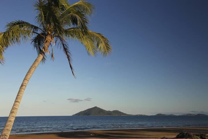 Pulo Views - Luxury 3 bedroom Beachfront Villa