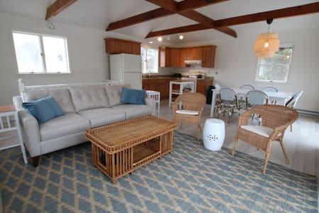Bright and Modern 3 bedroom Beach Cottage in Wells