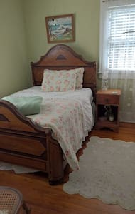 Charming, private bedroom and bathroom. - DeLand - Dom