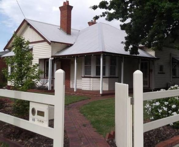 Bairnsdale self-contained house