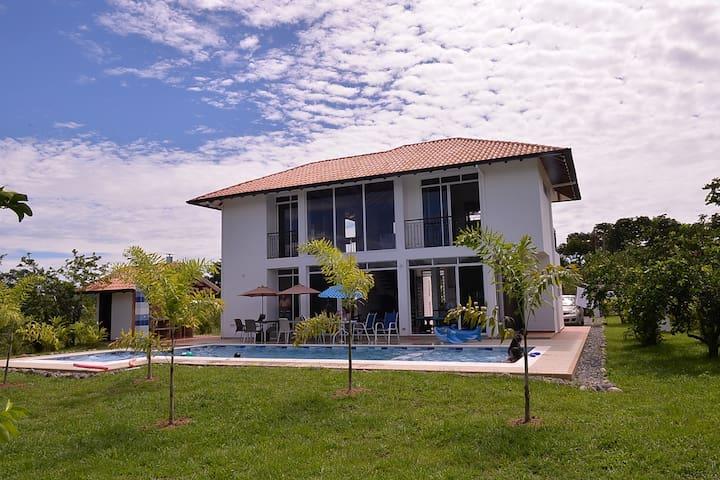Casa vacacional nueva, ideal, cómoda y segura - Villavicencio