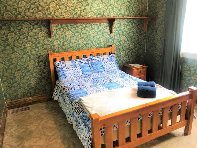 21-4 Ensuite classic Kiwi room
