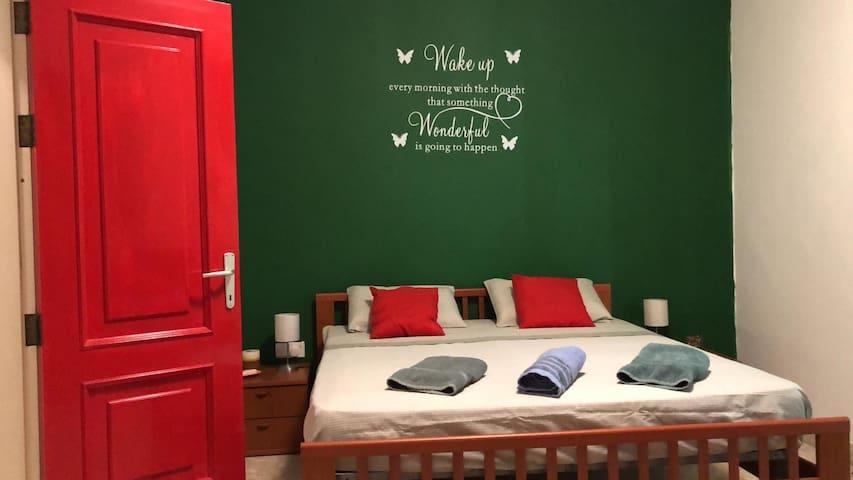 Maltese Rooms MA