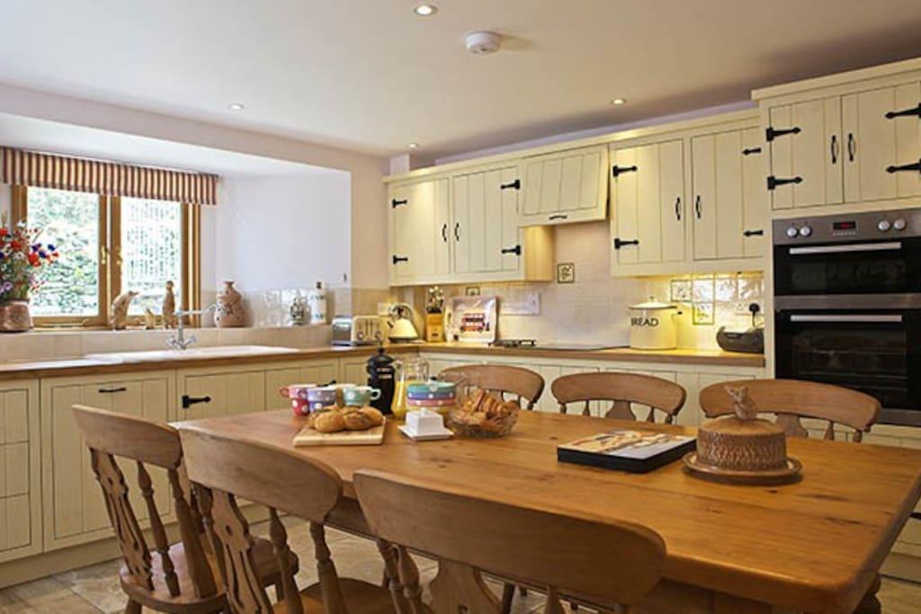 Custom built farmhouse kitchen with all amenities