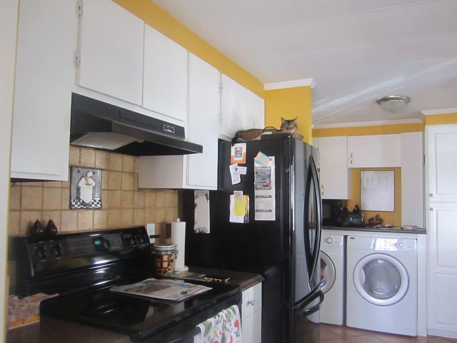 Kitchen and washer/dryer