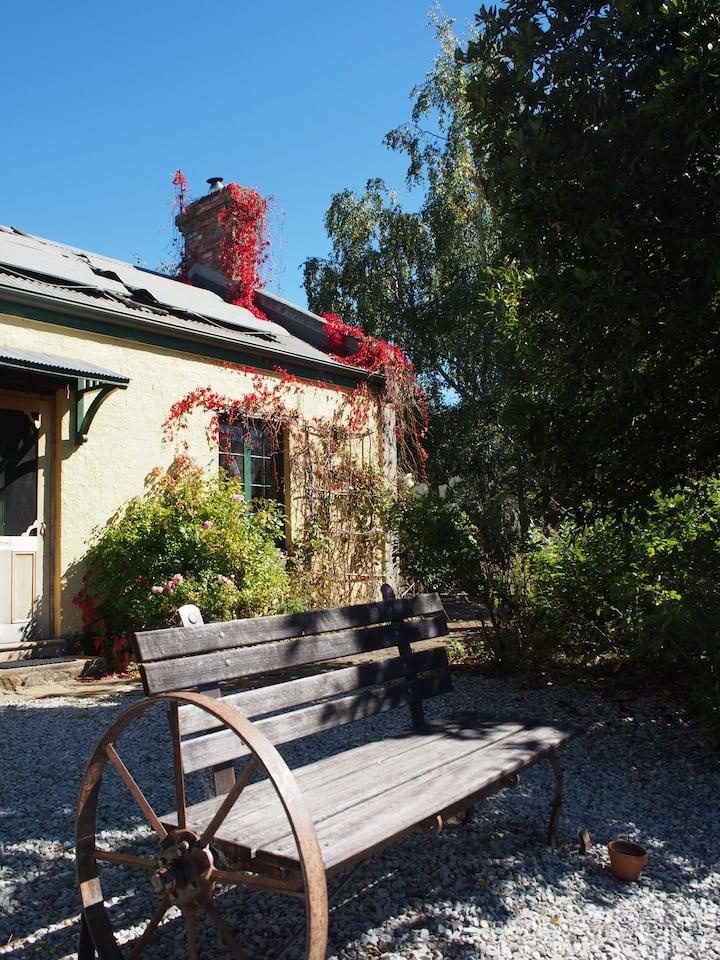 Blackwood Park Cottages - Hobbit Cottage