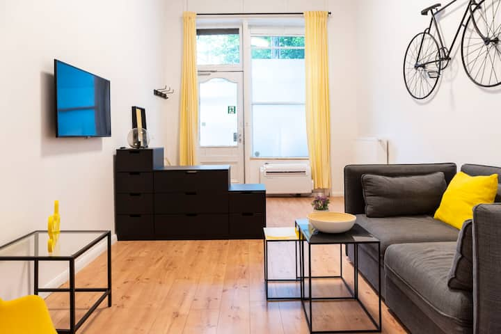 SPACIOUS 2 BR +A/C+SelfCheckIn+Free Street Parking