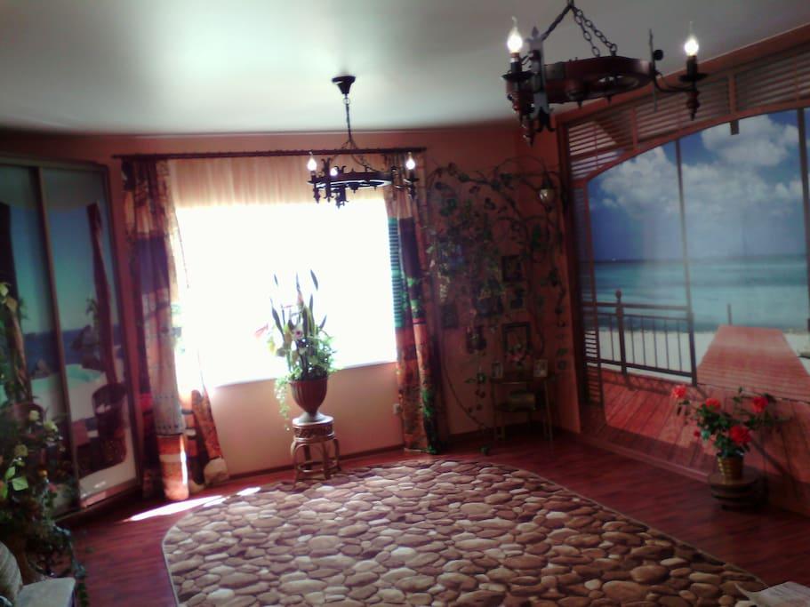 Большая комната с двуспальным местом