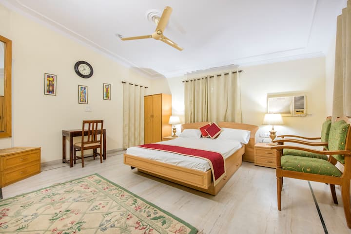 * Holidays Jaipur-Exclusive Room & Bathroom