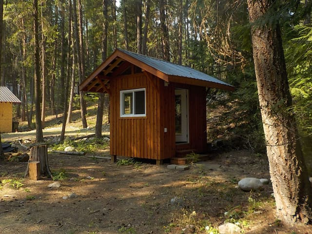 Valhalla Pines - private hut with WIFI