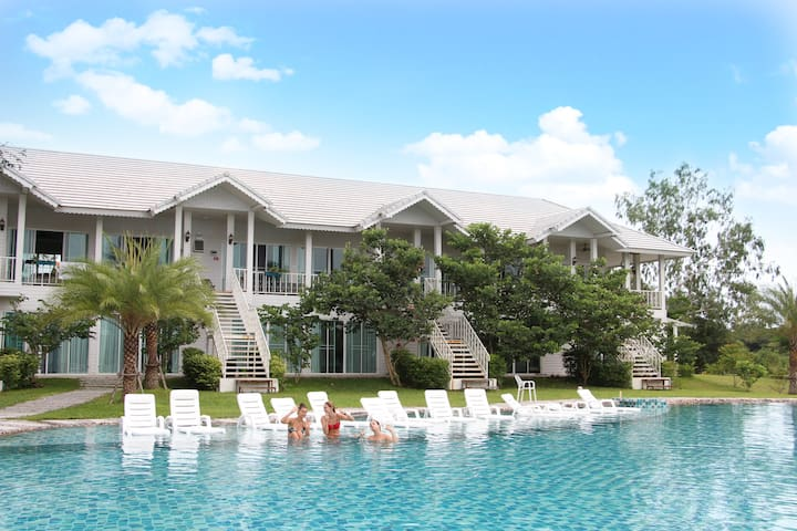 Nature and Privacy with Greenway Resort