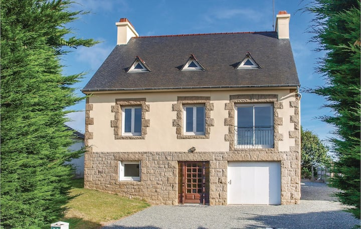 Nice home in Lézardrieux with WiFi and 4 Bedrooms