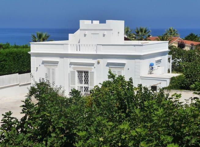 Villa Matinella sul mare CIS BT11000991000001414
