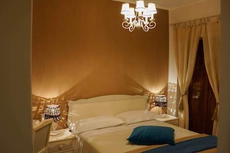 ENOTRIA DOMUS camera&colazione - Montemarano - Bed & Breakfast
