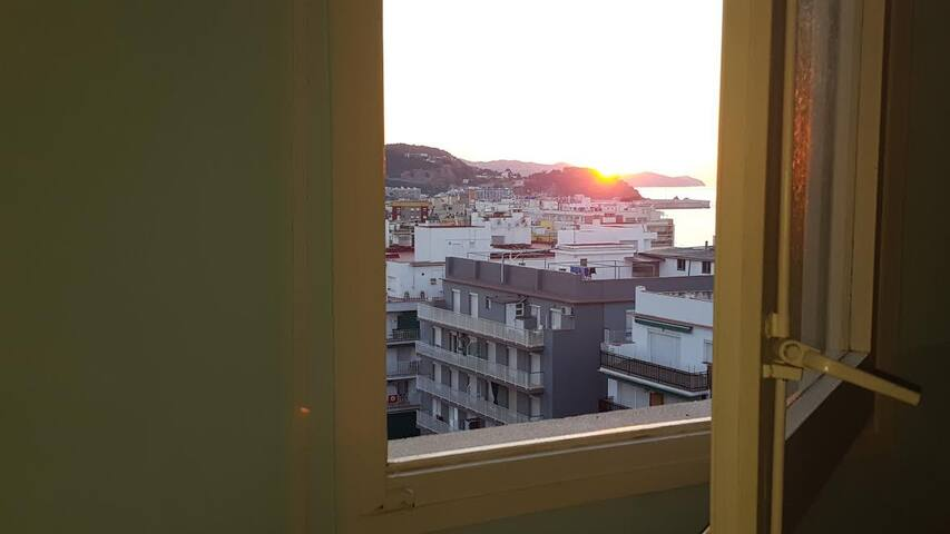 From the room you have view of the sunrise, the city, the mountaintop (castello San Juan) and the sea