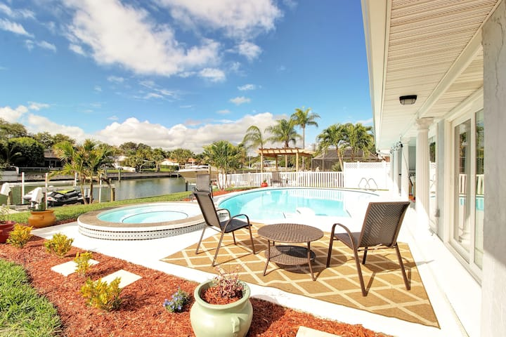 Breathtaking Oasis in St. Pete! Poolside Paradise!