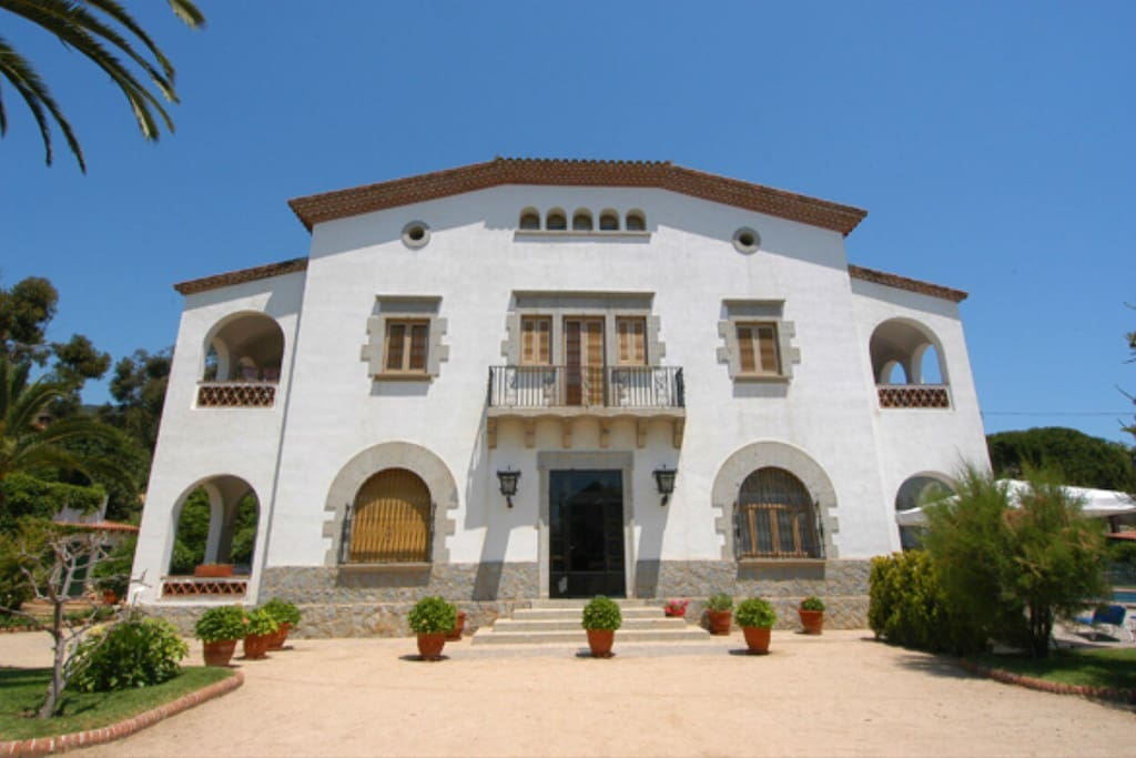 Big Villa Next To Barcelona Beach Pool And Bbq Villas For Rent In Cabrils Ct Spain