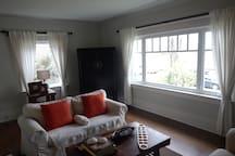 Sunny family-friendly house in Kits