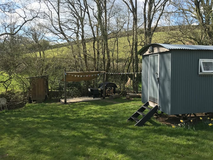 Traditional Shepherds Hut - Middle Week - Ash Mill