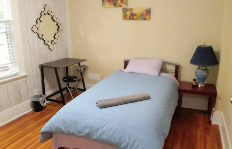 Private Room close to Downtown Evanston