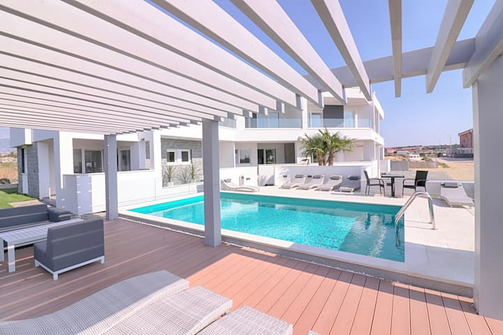 Villa Safija. House with pool (no.7)