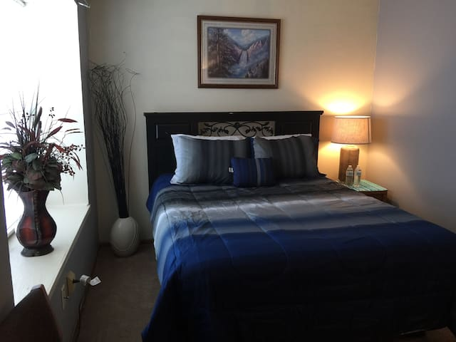 (PB)Townhouse with Queen bed - No Cleaning Fees