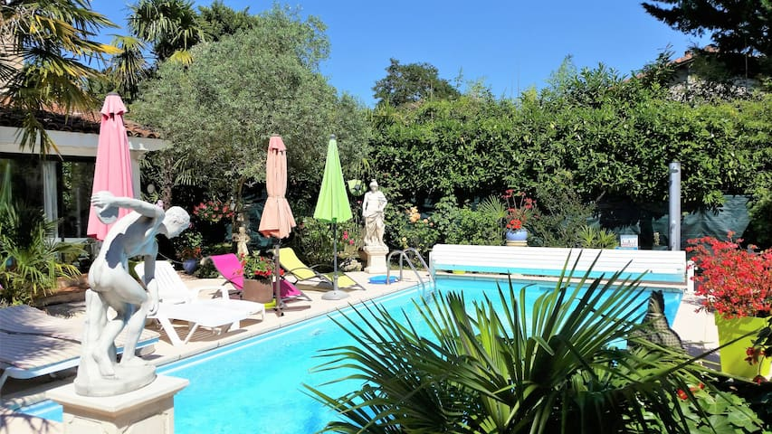 L'Hermine Occitane-B&B-Piscine-40 km  Toulouse - Gratens - Bed & Breakfast