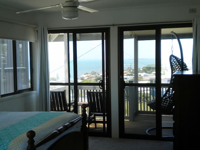 Wynnum Bay-side  - Million Dollar Hill Top Views