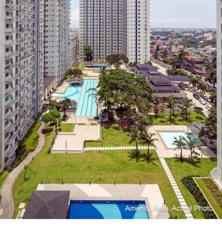 1 B/R Condo unit w/Balcony Grass Res. N. Edsa QC