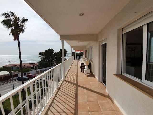 Tranquilo apartamento en primera línea de playa