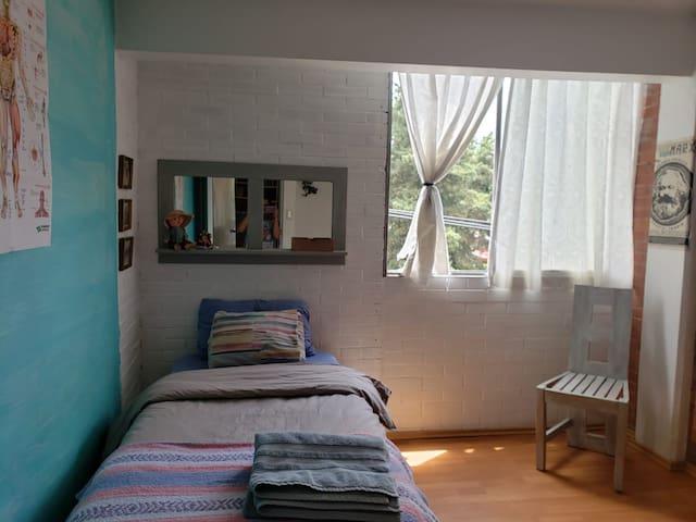 Habitación en Copilco (amarilla)