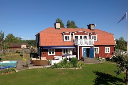 Stort hus på landet nära stan - Färentuna