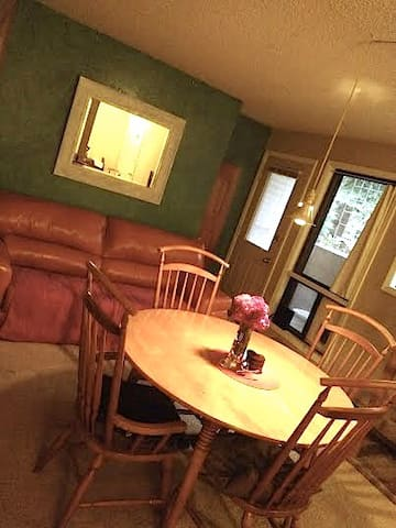 Private Room, KING bed, minutes to Old Town & CSU - Fort Collins - Apartemen