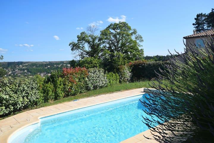 Impressionante villa con vista sulle colline a Joyeuse