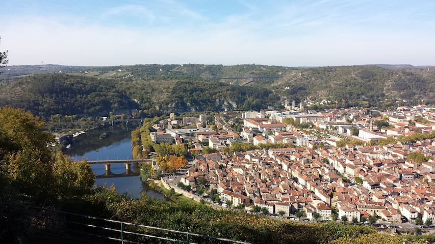 Cahors is nearby