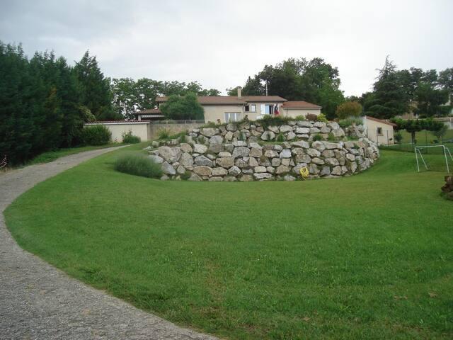 Chambre dans Maison avec vue sur Vallée du Rhône - Larnage - House