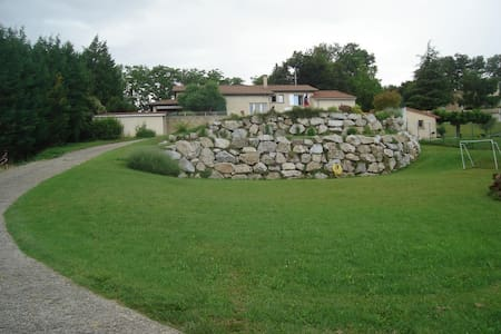 Chambre dans Maison avec vue sur Vallée du Rhône - Hus